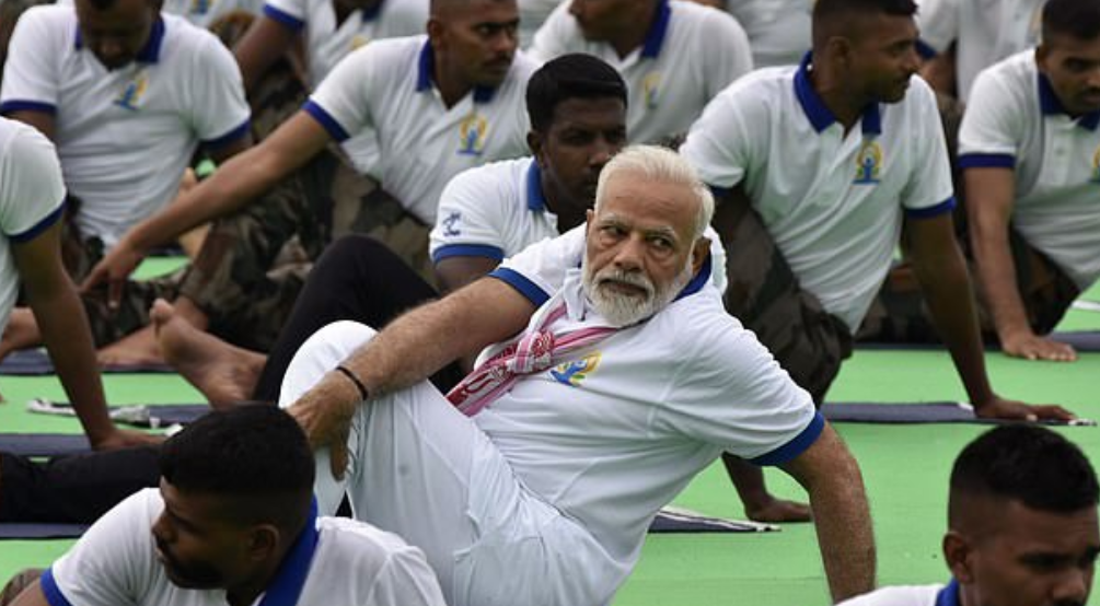 رئيس وزراء الهند يحتفل بيوم اليوجا