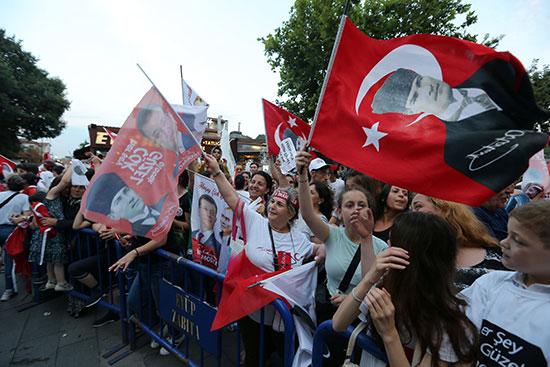 69531-الاعلام-تلوح-فى-اسطنبول
