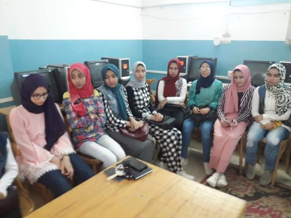 بدء البرنامج التدريبي للطلاب المرشحين للثانوية العامة على منظومة التابلت (6)