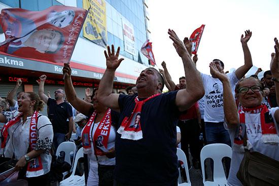 مواطنو اسطنبول يحتفلون  بفوز إمام أوغلو