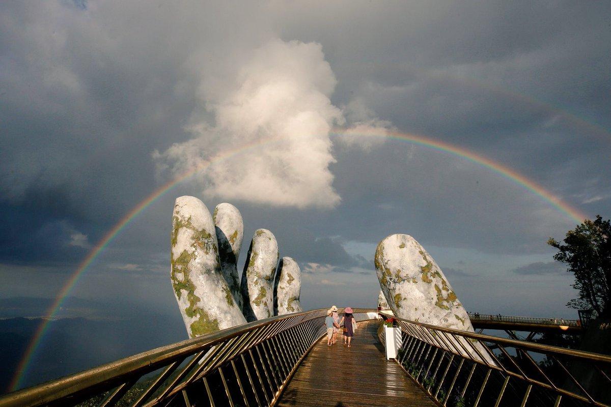 بين إيدين الجبل.. الجسر الذهبى فى فيتنام أجمل جسور العالم 139968-DjuHBeAXgAAZAOY
