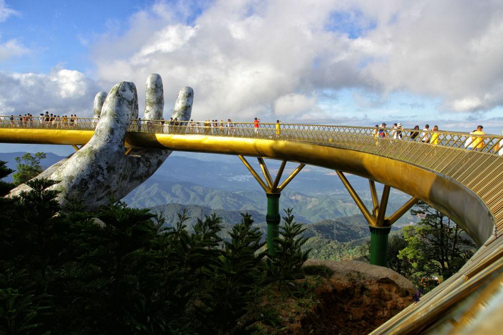 بين إيدين الجبل.. الجسر الذهبى فى فيتنام أجمل جسور العالم 145576-1034278514