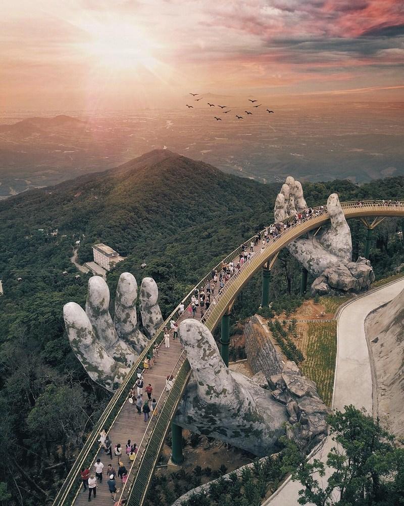 بين إيدين الجبل.. الجسر الذهبى فى فيتنام أجمل جسور العالم 280225-vietnam-bridge-02