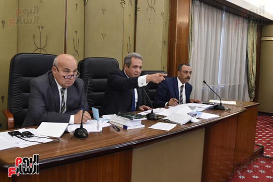 اللجنة التشريعية (8)