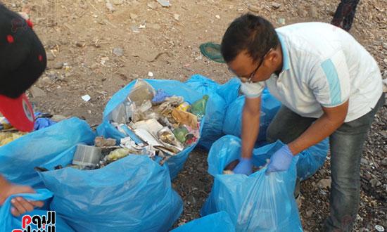 مبادرة شباب ضد البلاستيك بأسوان