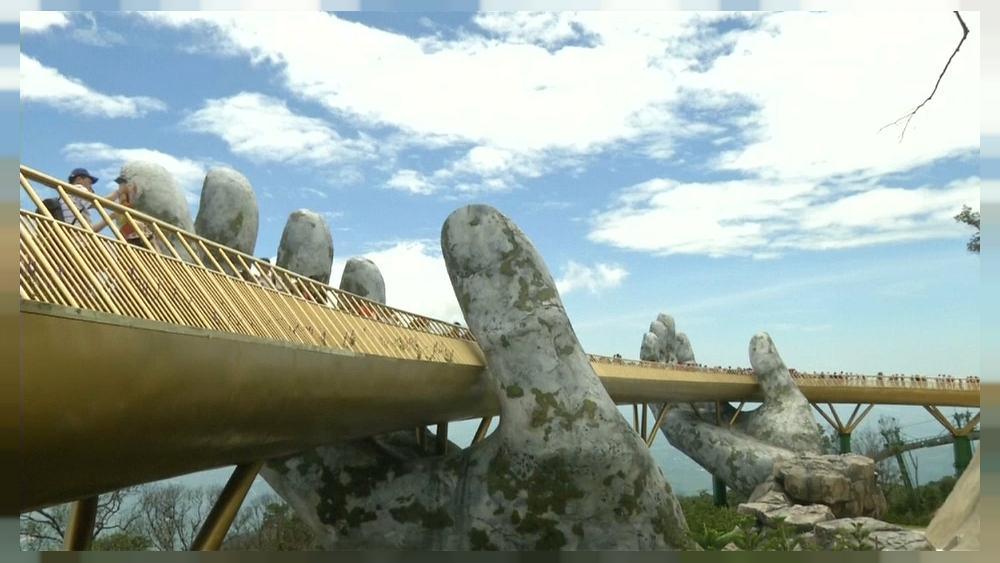 بين إيدين الجبل.. الجسر الذهبى فى فيتنام أجمل جسور العالم 71489-1000x563_cmsv2_4e1a6870-472d-55fe-8df3-b963f76d21c3-3247504
