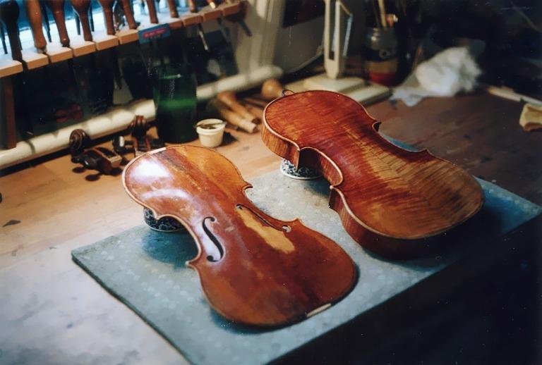 2. Gibson Stradivarius