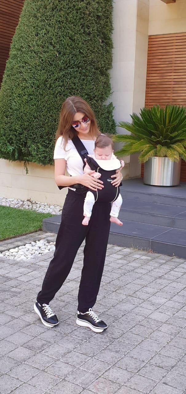 نانسى عجرم وطفلتها ليا