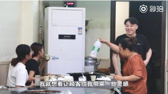مطعم صينى يقدم خصما للعملاء إذا استطاعوا إضحاك مالكه (3)