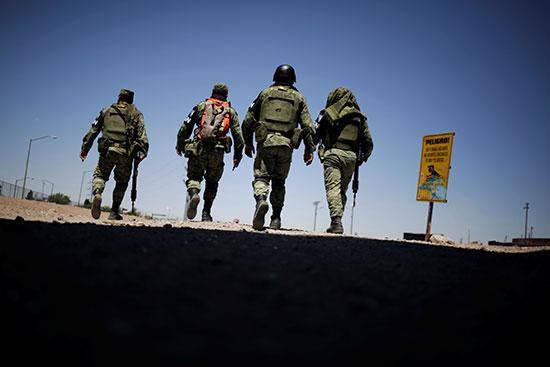 عناصر من الجيش المكسيكى تواصل انتشارها