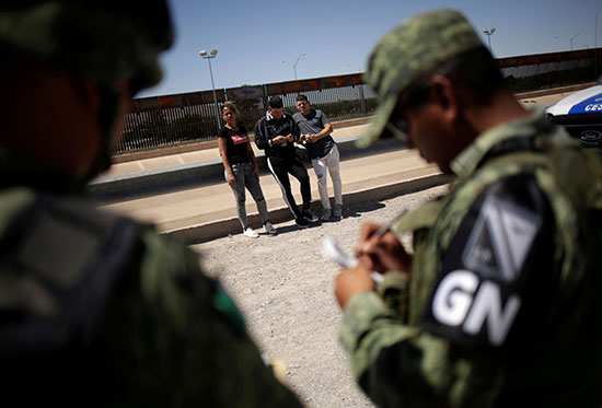الجيش يتصدى للمهاجرين