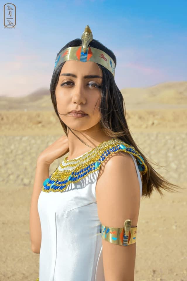 فتاة صعيدية  تروج للسياحة بأسيوط بارتداء الزي الفرعوني علي غرار الملكة كيلوباترا (16)