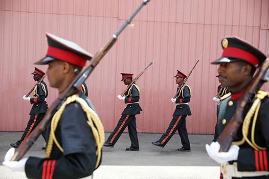 جنود مشاركون فى الجنازة العسكرية