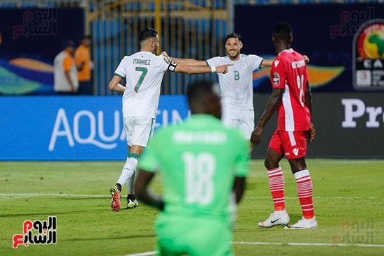 احتفال لاعبي الجزائر