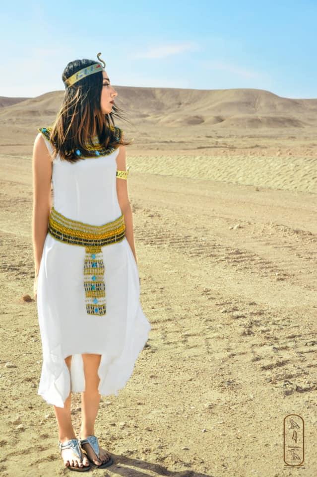 فتاة صعيدية  تروج للسياحة بأسيوط بارتداء الزي الفرعوني علي غرار الملكة كيلوباترا (18)