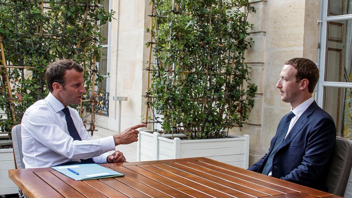 رئيس فرنسا إيمانويل ماكرون والرئيس التنفيذى لشركة فيس بوك مارك زوكربيرج