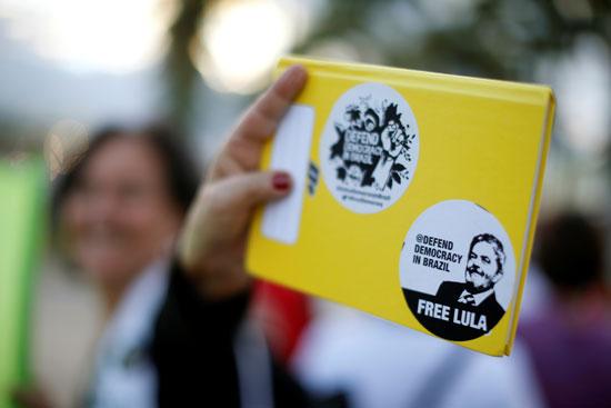 شعارات مؤيدة للرئيس البرازيلى السابق لولا دا سيلفا
