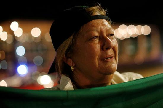 بكاء سيدة فرحا بعد رفض الإفراج عن الرئيس البرازيلى السابق لولا دا سيلفا