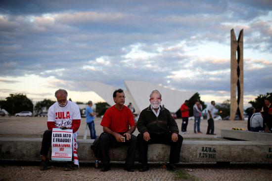 مؤيدو لولا دا سيلفا أمام المحكمة العليا فى البرازيل