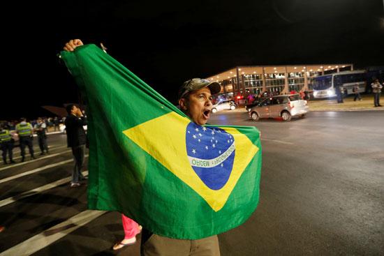 مواطن برازيلى يحتفل برفض طلب للإفراج عن لولا دا سيلفا