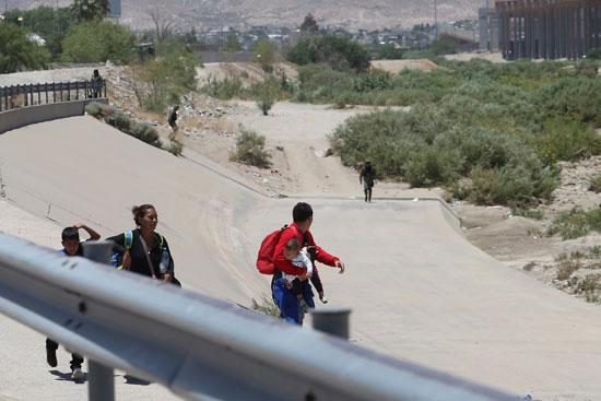 الحرس الوطنى المكسيكى يطارد مهاجرين