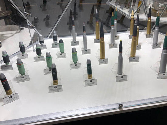 نماذج للأسلحة والمعدات فى المنتدى العسكرى