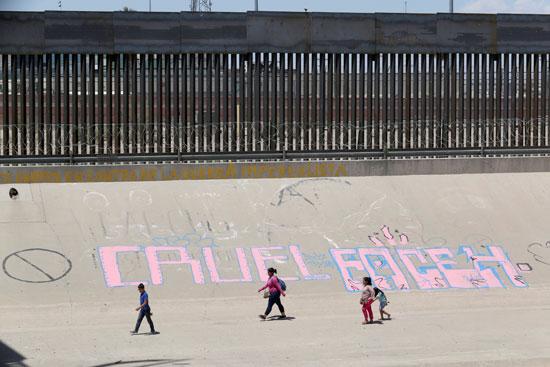 مهاجرين غير شرعيين فى الحدود المكسيكية