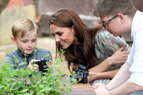 كيت ميدلتون تحضر ورشة تعليم فى الجمعية الملكية للتصوير الفوتوغرافى