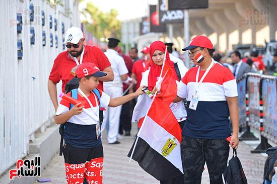 توافد الجماهير المصرية قبل مباراة مصر والكونغو (15)