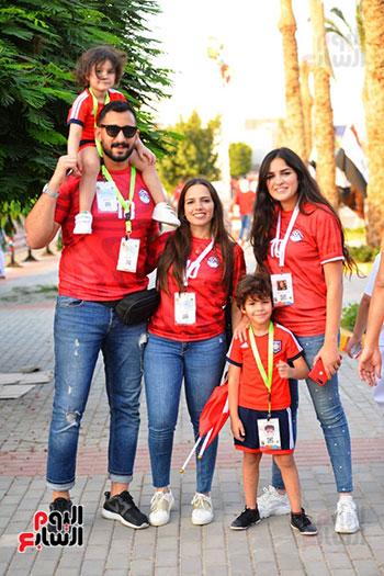 الأسر المصرية تجتمع فى استاد القاهرة (29)