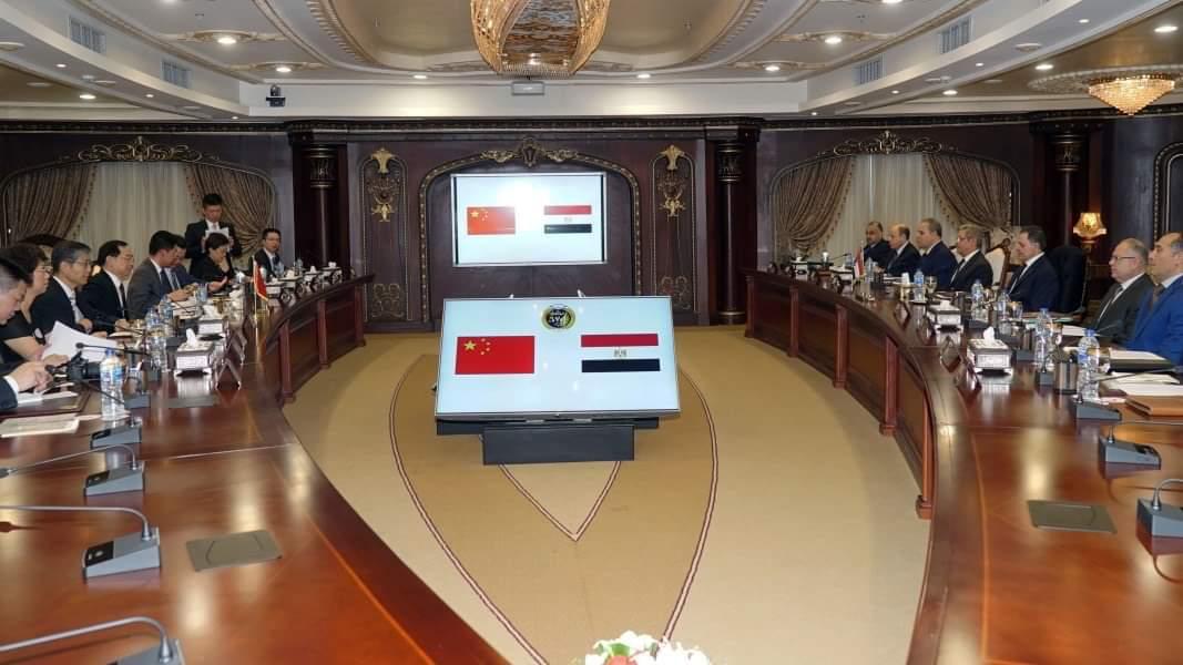 وزير الداخلية يستقبل  نائب وزير الأمن العام بجمهورية الصين (2)