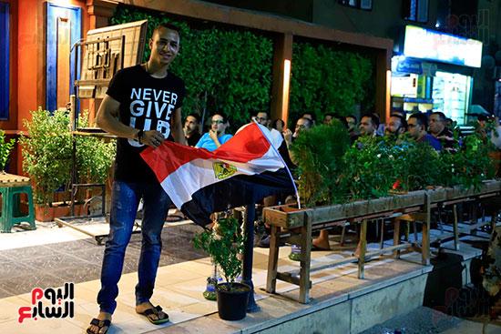 الجماهير تشاهد لقاء مصر والكونغو على مقاهى المحروسة (9)