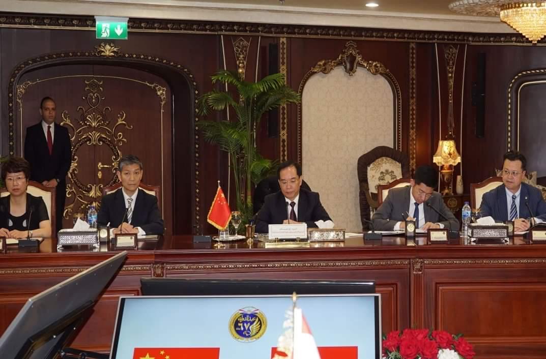 وزير الداخلية يستقبل  نائب وزير الأمن العام بجمهورية الصين (1)