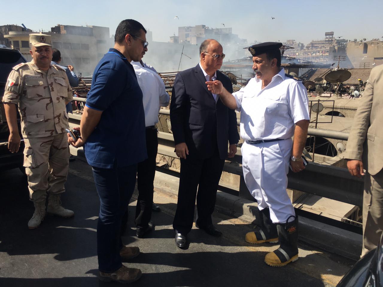 محافظ القاهرة يتفقد حريق سوق الخضار بالعتبة  (1)