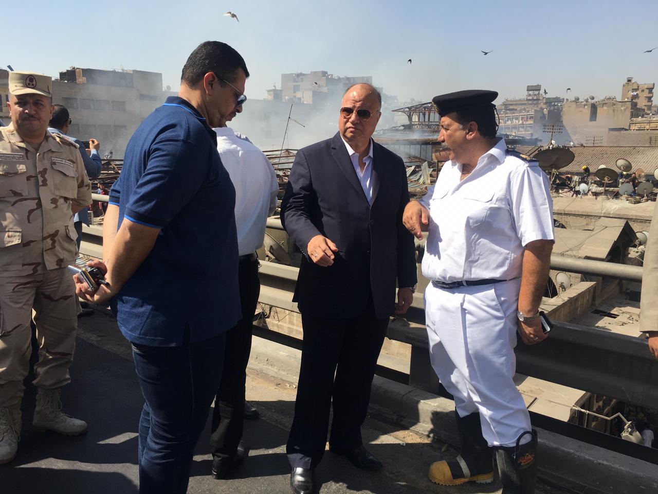 محافظ القاهرة يتفقد حريق سوق الخضار بالعتبة  (2)
