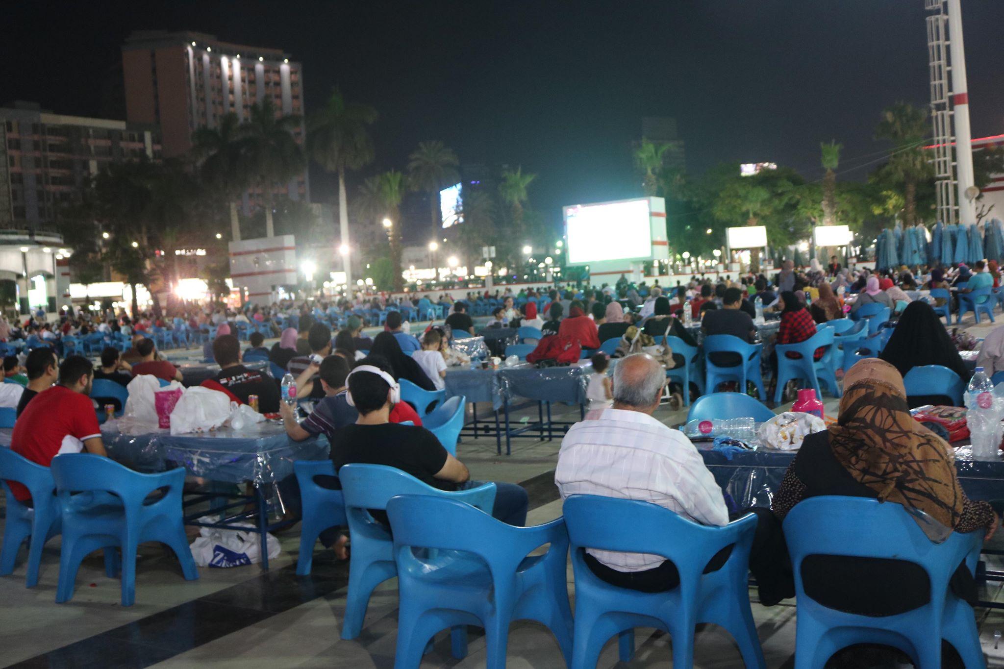 أعضاء الزمالك يتابعون مباراة مصر والكونغو