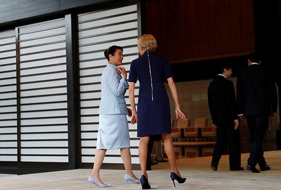 الرئيس الفرنسى وزوجته يلتقيان الامبراطور اليابانى  (8)