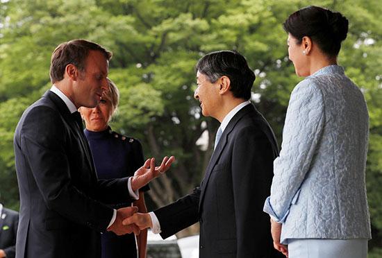 الرئيس الفرنسى وزوجته يلتقيان الامبراطور اليابانى  (1)