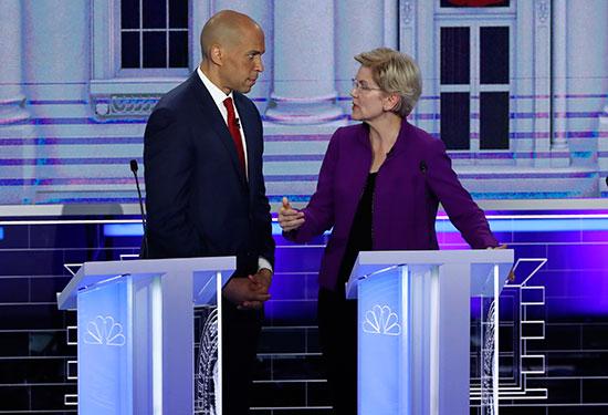 وقف المرشحون الديمقراطيين فى الولايات المتحدة الامريكية، فى مناظرة قبل بدء أول انتخابات رئاسية في أمريكا 2020.