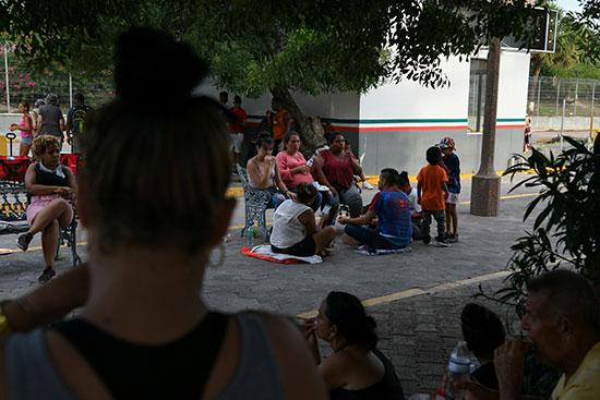 مجموعة من طالبى اللجوء بالمكسيك داخل مخيم مؤقت للهجرة (7)