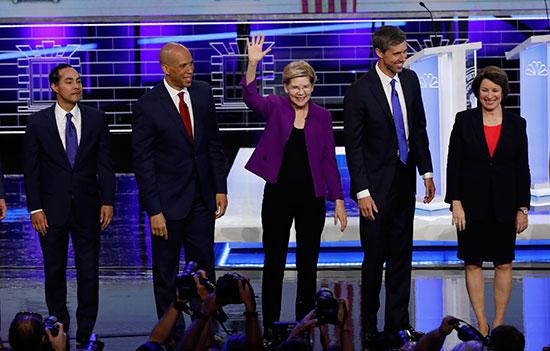 المرشحون الأمريكيون الديمقراطيون يبدؤون أول مناظرة قبل بدء أول انتخابات رئاسية (5)