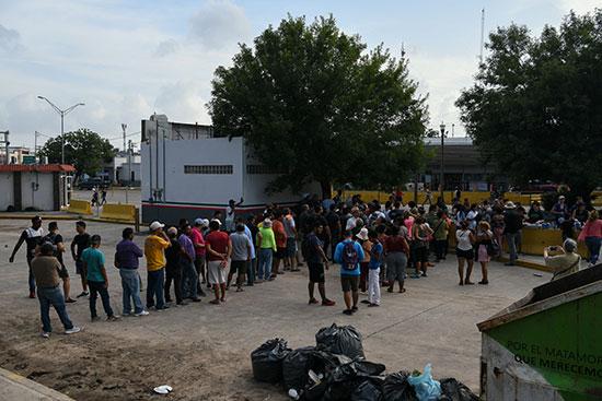 مجموعة من طالبى اللجوء بالمكسيك داخل مخيم مؤقت للهجرة (5)