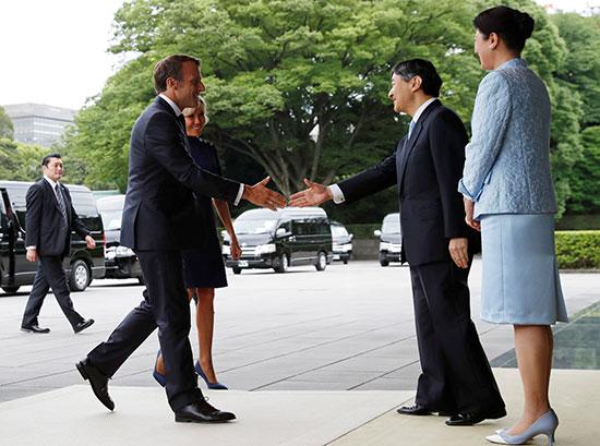 الرئيس الفرنسى وزوجته يلتقيان الامبراطور اليابانى  (7)