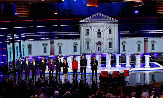 المرشحون الأمريكيون الديمقراطيون يبدؤون أول مناظرة قبل بدء أول انتخابات رئاسية (6)