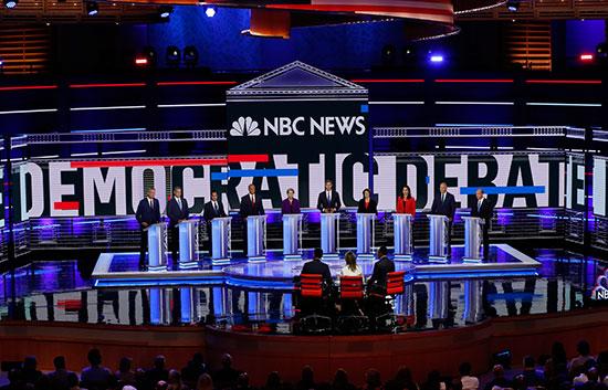 المرشحون الأمريكيون الديمقراطيون يبدؤون أول مناظرة قبل بدء أول انتخابات رئاسية (3)