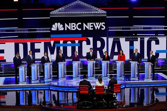 المرشحون الأمريكيون الديمقراطيون يبدؤون أول مناظرة قبل بدء أول انتخابات رئاسية (4)