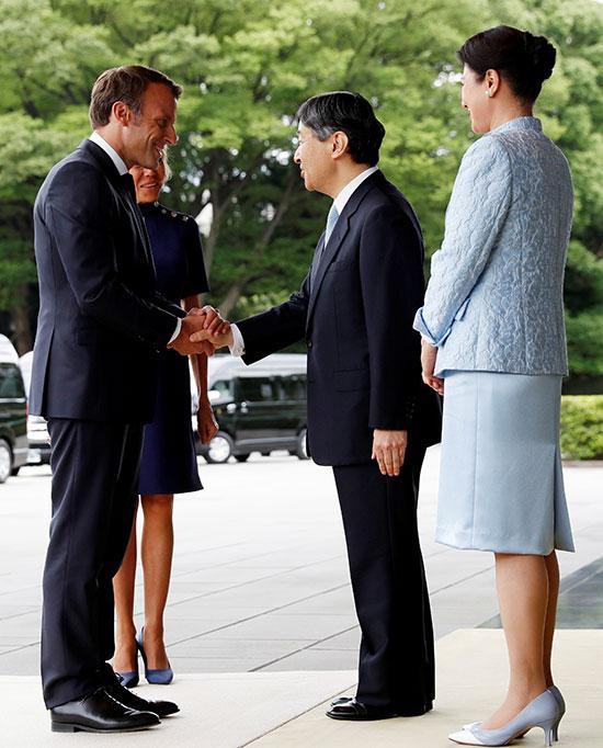 الرئيس الفرنسى وزوجته يلتقيان الامبراطور اليابانى  (2)