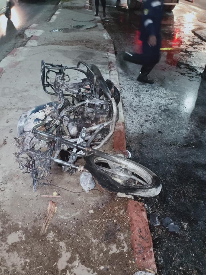 تفحم دراجة بخارية وإصابة شخص بالطريق الدائري في أسيوط  (2)