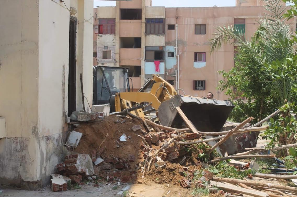 جهاز السادات يشن حملة للقضاء على المخالفات والإشغالات بالمدينة (3)