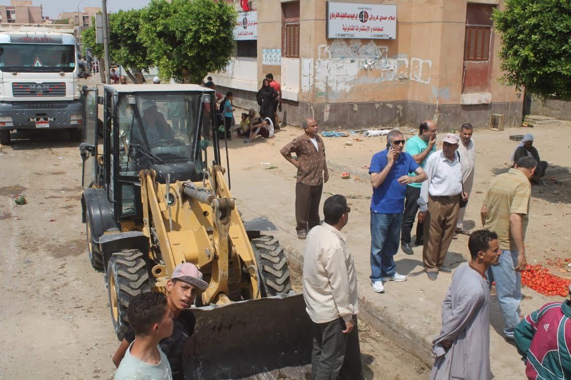 جهاز السادات يشن حملة للقضاء على المخالفات والإشغالات بالمدينة (1)
